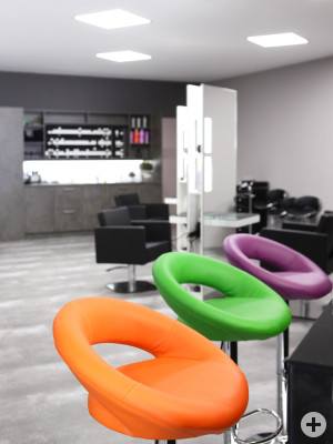 HP Hair and Beauty Lounge Bunte Stühle