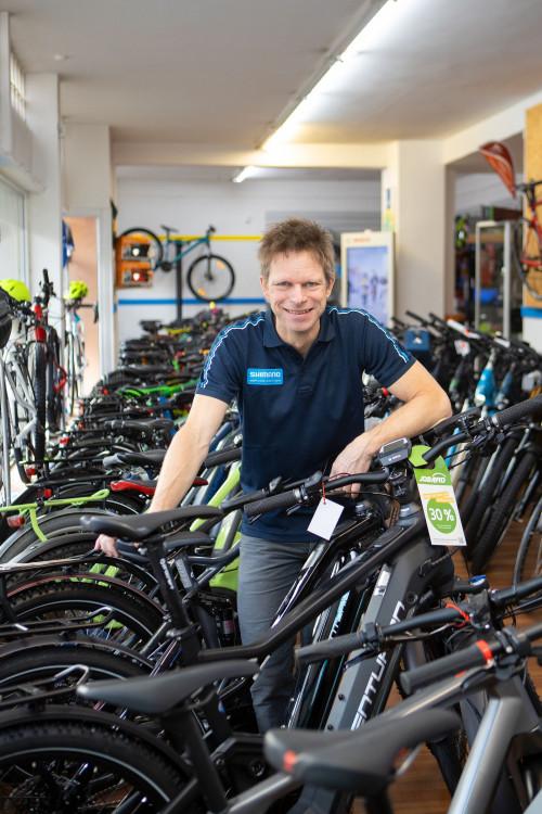 Chef Bikestation lehnt sich auf Räder